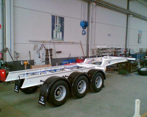Semi-trailer-mounted